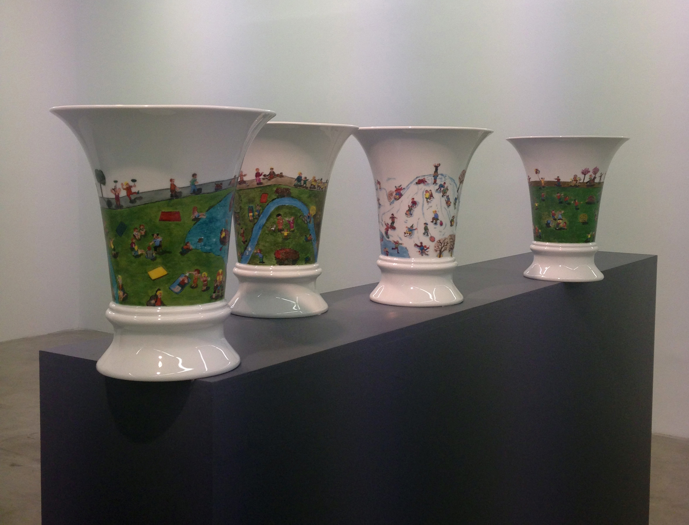Height: 27 cm Installation With  4 Porcelain Vases